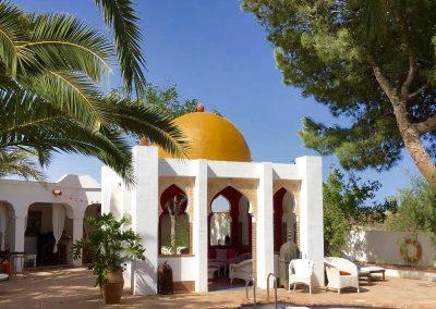 Gold Dome Taj Mahita outside